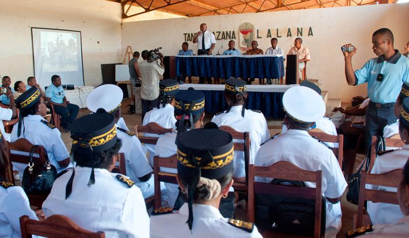 Formation militaire des adjoints et attach s d 39 administration - Grille indiciaire attache d administration ...