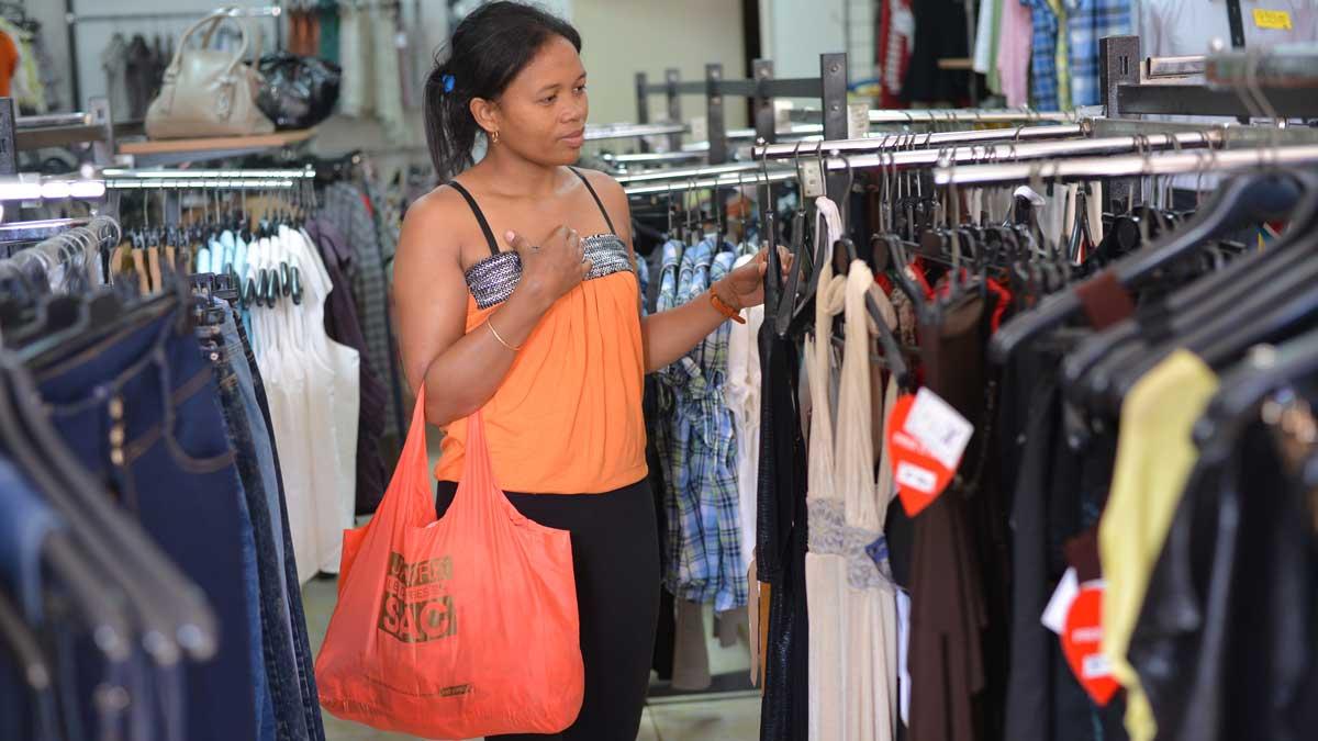 1eaa3a363c3 Le shopping à Antsiranana