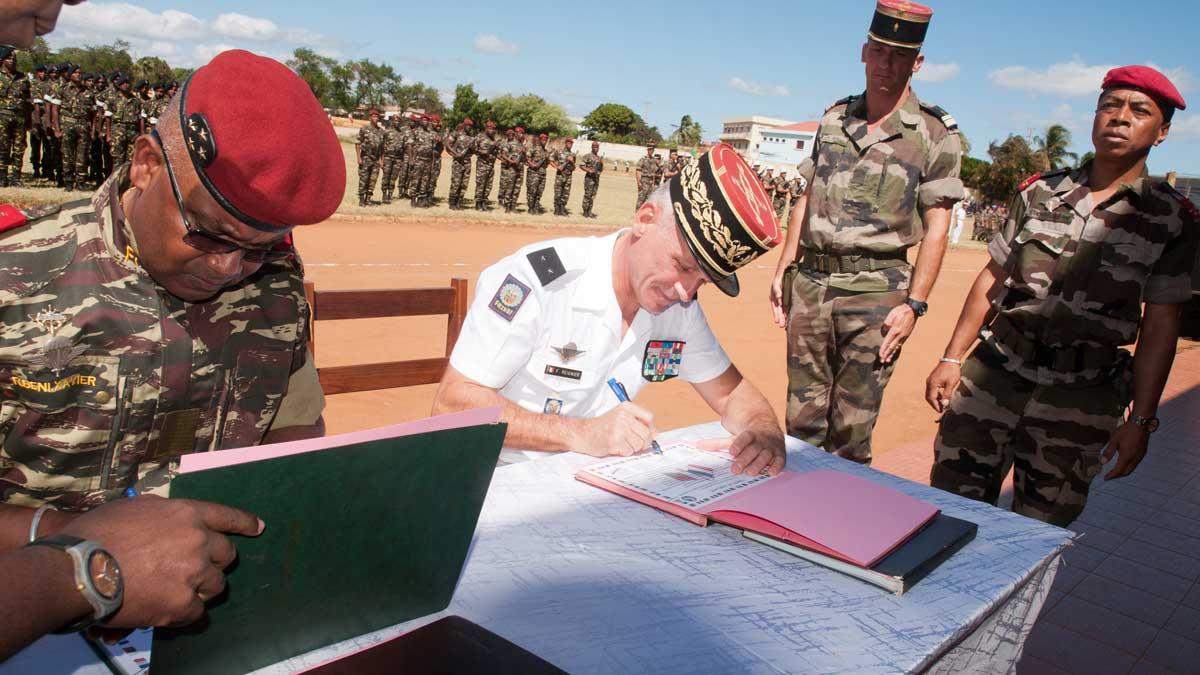 Signature de la Charte de jumelage  entre le 2ème RFI et le DLEM