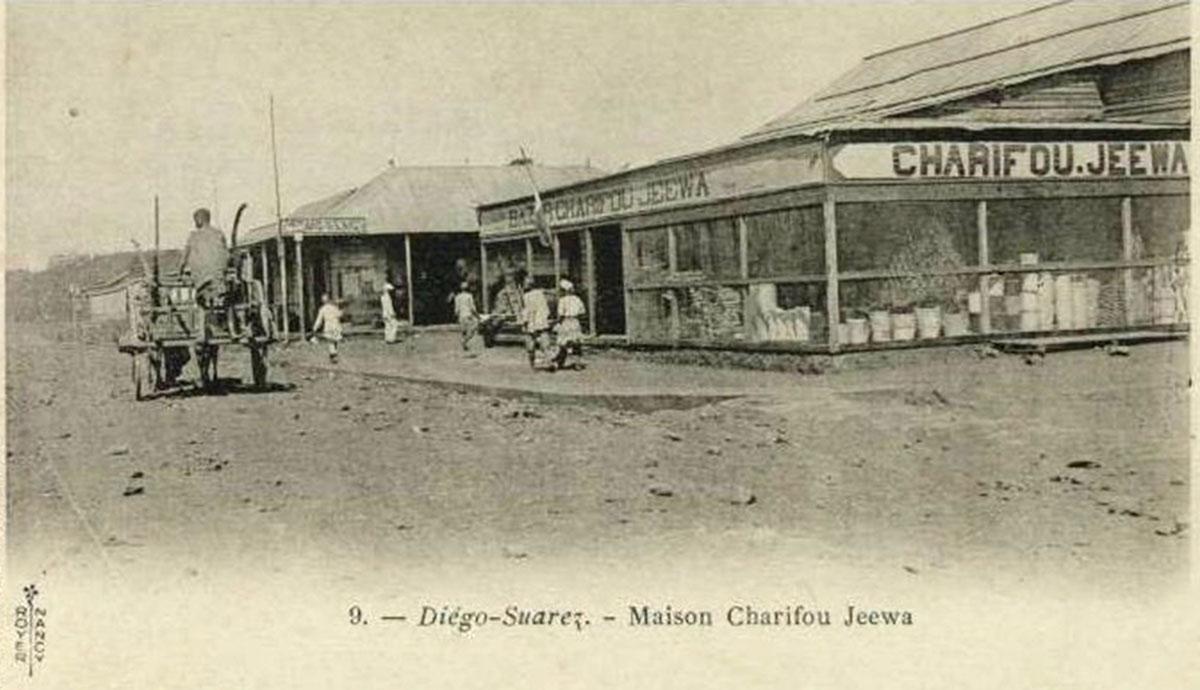 Parmi les premiers commerçants, le plus connu est l'indien Charifou Jeewa, le premier installé aux tout débuts de la ville basse et qui a ouvert dans la ville haute le «Grand Bazar» où l'on trouve… tout !