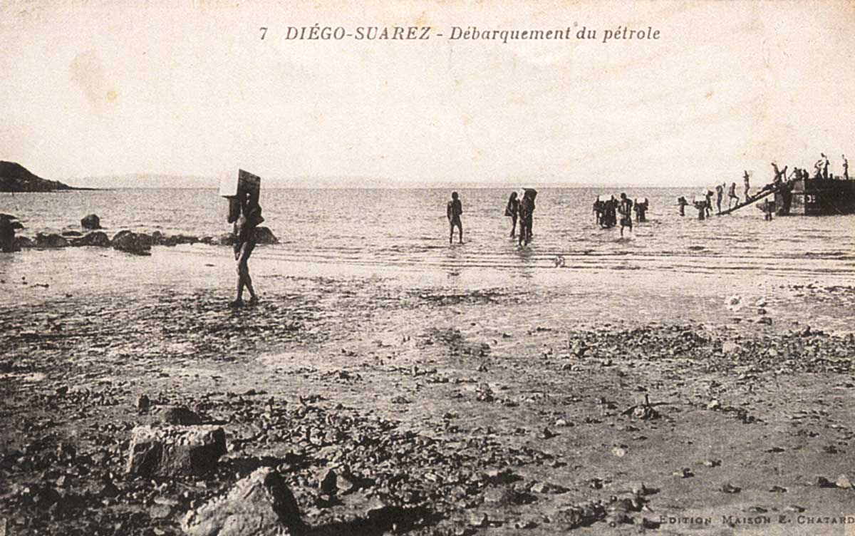 Les conditions de travail des dockers à Diego Suarez en 1903 n'étaient pas des plus confortables...