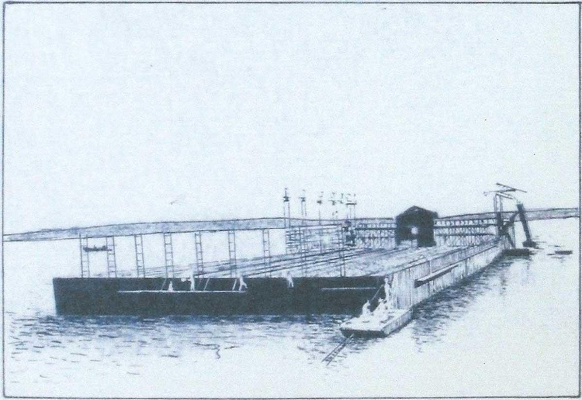 «Fonçage du caisson du bassin de radoub de Diego Suarez à son emplacement définitif (1907 - 1908)»